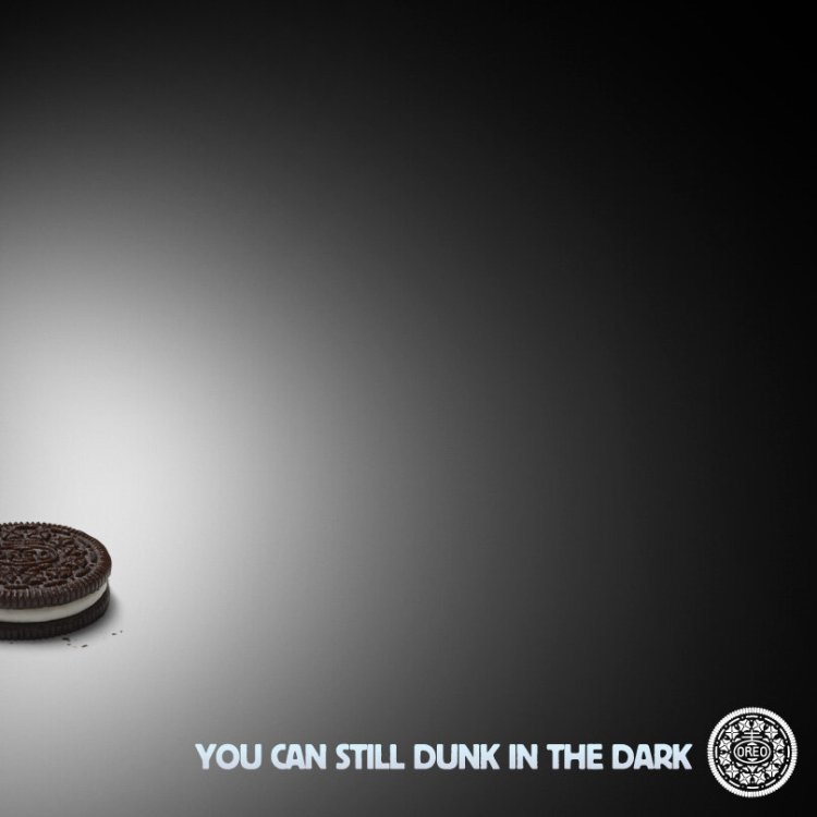 Oreo responds in real time with Superbowl blackout ad.