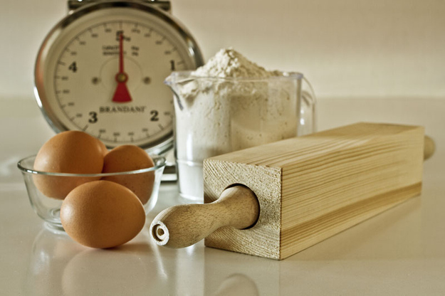 Rolling dough has never been easier than with this  rectangle rolling pin.